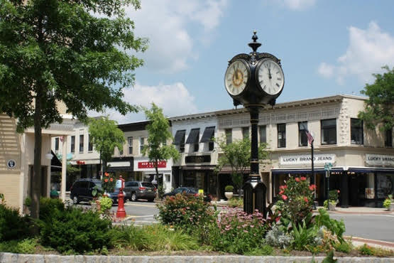Ridgewood Avenue Should Be A Pedestrian-Only Plaza